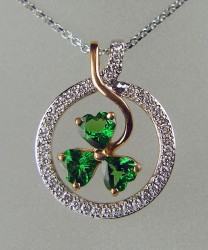 Shamrock pendant in rose gold