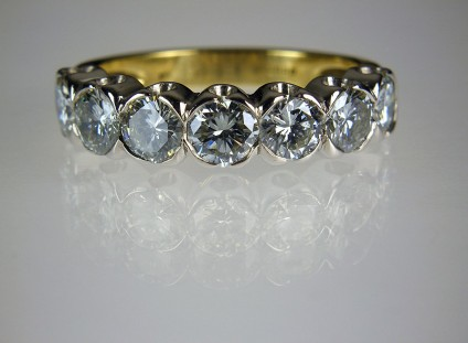 Diamond Ring in 18ct platinum & yellow gold - 7stone diamond ring in platinum & 18ct yellow gold set with 2.35ct of diamonds in H/SI clarity. Estate piece.
