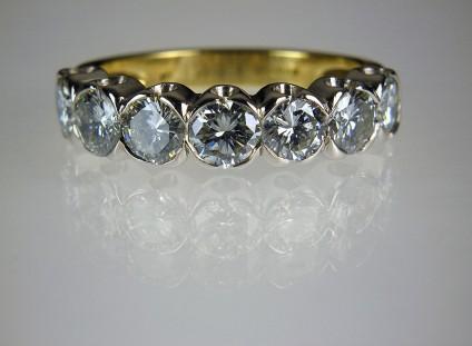 Diamond Ring in 18ct platinum & yellow gold - 7stone diamond ring in platinum & 18ct yellow gold set with 2.35ct of diamonds in H/SI clarity. Estate piece.