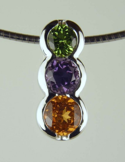 "Tricolour Pendant - 4.5mm tsavorite (4.5mm), 0.66ct purple spinel (5mm), 0.91ct mandarin garnet (5.5mm) set in 18ct white gold, suspended from an 18"" 18ct white gold chain"