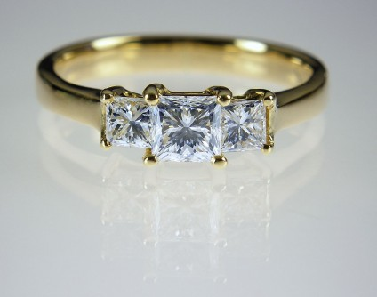 Princess cut diamond ring in 18ct yellow gold - 3 stone princess cut diamond ring. Diamonds G/VS2 clarity, total weight 0.88ct in 18ct yellow gold. Central diamond 4mm square.