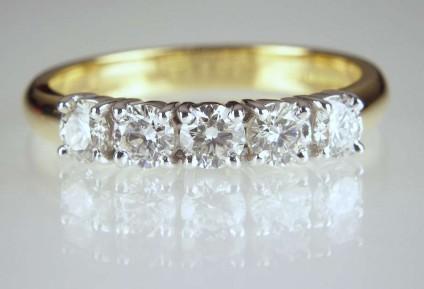 5 stone diamond ring - 0.81ct round brilliant cut diamonds set in 18ct white & yellow gold