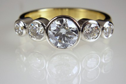 Diamond Ring in 18ct white & yellow gold - 5 Stone Diamond Ring (Bezel set) Central diamond 1ct G/VS2 (GIA certificated) set with 0.75ct of diamonds in 18ct white & yellow gold.