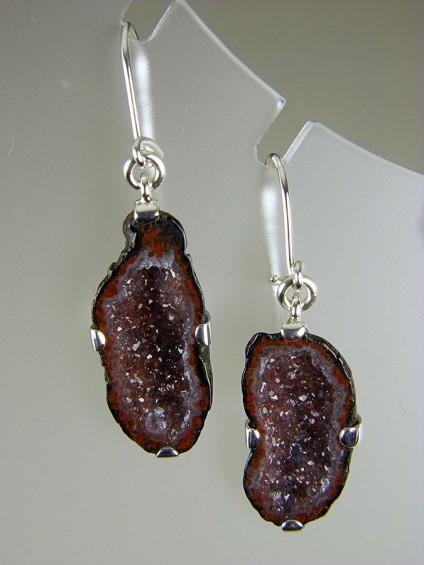 Agate Geode Earrings in Silver - Agate geode earrings in silver. Black & red geodes 25x11mm.