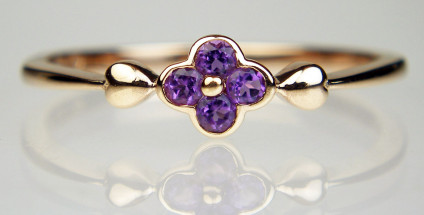 Amethyst cluster ring in 9ct rose gold - Pretty little amethyst cluster ring with heart shaped shoulders in 9ct rose gold