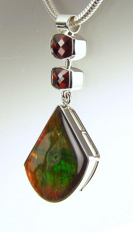 Ammolite & garnet pendant in silver - Ammolite & garnet pendant