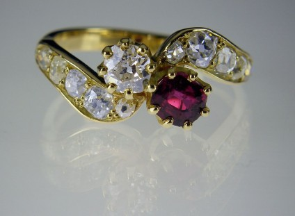 Antique ruby & diamond ring - Antique ruby & diamond crossover ring in 18ct yellow gold. Set with 0.4ct ruby and 0.35ct diamond. Overhauled for another 100years of troublefree wear.