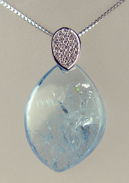 Aquamarine freeform drop and diamond pendant - 33.52ct freeform pendant drop of aquamarine with attractive spangly inclusions, suspended from a 0.20ct diamond studded bail, on a Franco style chain, all in 18ct white gold