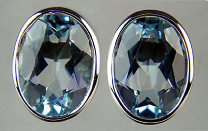 Aquamarine oval earstuds in 9ct white gold - 1.25ct oval aquamarine pair rubover set in 9ct white gold. Earstuds are 8x6mm.