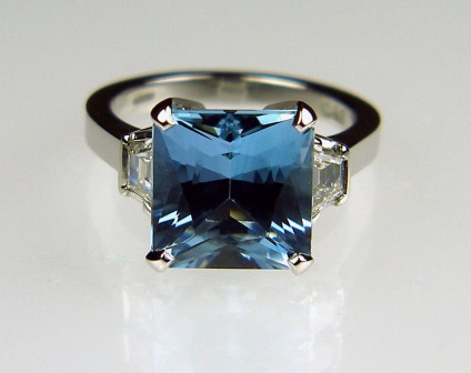 Aquamarine & diamond ring in platinum - Intense blue square scissor cut 4.06ct aquamarine set with 0.37ct trapezoid cut diamonds in F colour VS clarity mounted in platinum