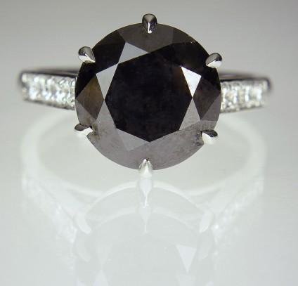 Black Diamond Ring in Platinum - Black diamond ring - Single black diamond of 6.01ct, with 0.28ct white diamonds set into the ring shoulders, in platinum.