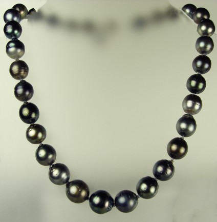 Black Tahitian cultured pearl necklace -