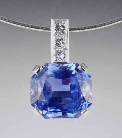 Sapphire & Diamond Pendant - Blue sapphire & diamond pendant in 18ct white gold.  Set with exceptional quality GIA certificated (untreated) 13ct cornflower blue Sri Llankan sapphire.