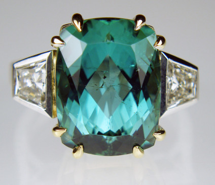 Sea green tourmaline & diamond ring in 18ct white & yellow gold - Stunning, big and dramatic ring of 10.62ct sea green tourmaline set with 0.71ct pair of trapeze cut diamonds G/VS, and mounted in 18ct white & yellow gold