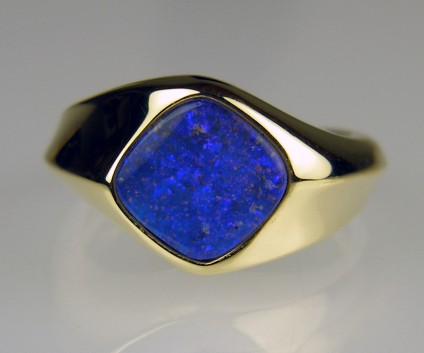 Boulder opal ring  - Boulder opal ring in 14ct yellow gold