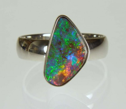 Boulder opal ring in palladium - 4.08ct boulder opal from Queensland, mounted in a palladium ring