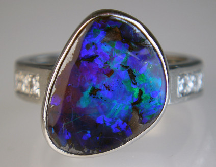 Boulder opal & diamond ring in platinum - Stunning 4.94ct bloulder opal from Queensland, Australia, set with 0.14ct round brilliant cut diamonds in platinum