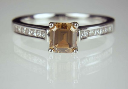 Cinnamon & white Diamond ring in platinum - 1.04ct emerald cut natural cinnamon diamond set in platinum ring with 0.3ct princess cut diamonds