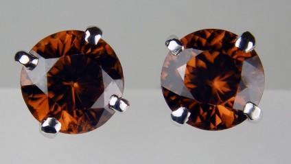 Brown zircon earstuds in 18ct white gold - 2.61ct reddish brown natural zircons, round brilliant cut, claw set as earstuds in 18ct white gold.