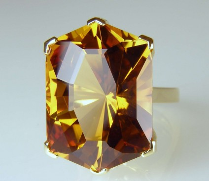 Citrine in yellow gold - 28.23ct custom cut citrine set in 18ct yellow gold