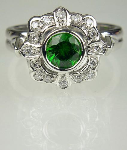 Demantoid garnet ring in gold - Ring of 0.77ct demantoid garnet set with white diamonds in 14carat white gold.