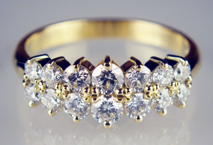 Diamond ring in yellow gold - Delicate & sparkling ring set with 1.33ct of round brilliant cut diamonds in 18ct yellow gold