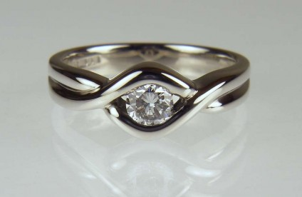 Diamond solitaire palladium ring - 0.29ct F colour VS clarity round brilliant cut diamond set in palladium