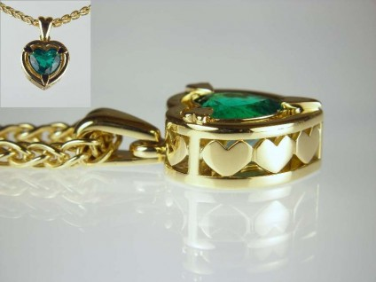 Emerald pendant - 1.97ct heart cut emerald from the Muzo mine Colombia set in 18ct yellow gold
