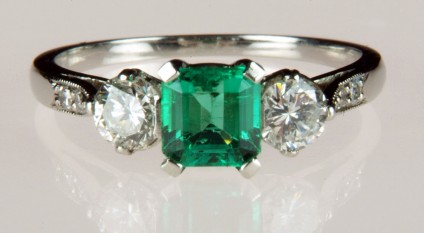 Emerald & diamond ring in platinum - Bright 0.5ct emerald cut emerald set with a matched pair of round brilliant cut diamonds totalling 40pts in platinum