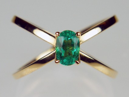 Emerald ring in 18ct rose gold - 0.58ct oval cut Colombian emerald set in 18ct rose gold