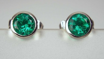 0.57ct emerald earstuds in 18ct white gold - Top quality, vivid green, Colombian emerald round 0.57ct pair set in rubover 18ct white gold earstuds. Earstuds are 5mm in diameter.