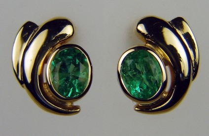 Emerald earrings in 14ct yellow gold - Pair of 2ct oval Colombian emeralds in 14ct yellow gold. Earrings are 13mm long and 10mm wide.