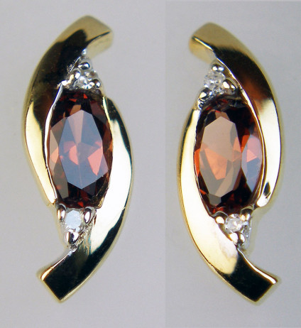 Garnet & diamond earstuds - Dainty garnet & diamond earstuds in 9ct yellow gold