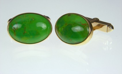 Gaspeite cufflinks in gold - Gaspeite cufflinks in 9ct yellow gold. 19 x 14mm. Gaspeite is a rare nickel carbonate mineral.