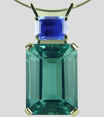 Aquamarine & sapphire pendant in gold - Aquamarine & sapphire pendant in 18ct white gold. 19.65ct Mozambique, unheated aquamarine set with 2.45ct unheated Sri Llankan sapphire.