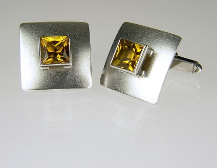 Golden beryl cufflinks in gold - 3.20ct pair princess cut pair of golden 'whisky' beryl cufflinks in 9ct white gold. 17mm square.