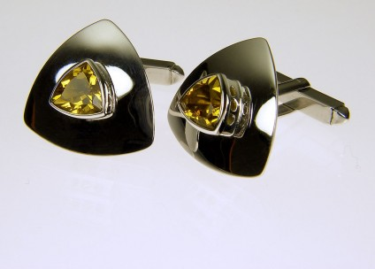 Golden beryl cufflinks in gold - Golden 'whisky' beryl cufflinks in 9ct white gold. 20mm.