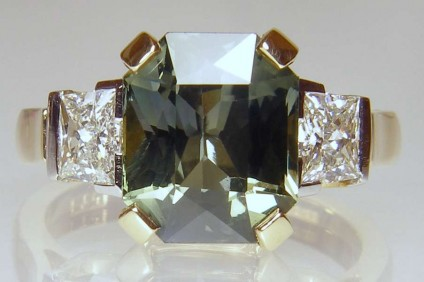 Green sapphire & diamond ring - 5.45ct octagonal mixed cut green sapphire set with 0.72ct trapezoid diamond pair I colour VS clarity set in 18ct yellow gold and platinum