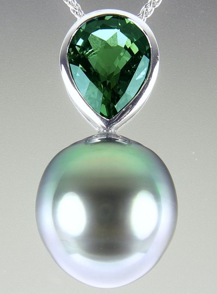 Green sapphire & Tahitian pearl pendant - Green Tahitian pearl & green sapphire pear cut pendant in 18ct white gold.