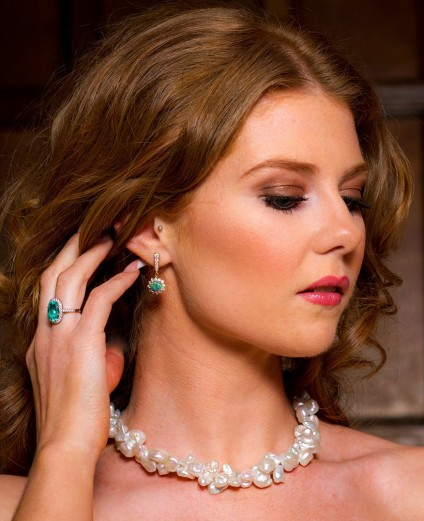 Just Gems pearls are perfect for weddings! - Here at Just Gems we have a large range of beautiful freshwater cultured pearls for you to choose from.  Pearls make a vibrant and lustrous accessory to perfectly complement your wedding gown, bridal hair, head-dress and make-up.  With prices ranging from £100 up to £1500, the look is not only strikingly attractive, and unique but also very affordable.
