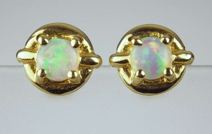 Opal earrings - Small round opal earrings in 18ct yellow gold