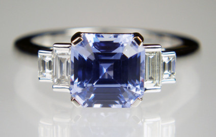 Asscher cut sapphire & diamond ring in 18ct white gold - Lovely soft mid blue 3.52ct Asscher cut sapphire flanked by 0.30ct of G/VS baguette cut diamonds and set in 18ct white gold ring