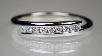 Delicate diamond twist ring in 18ct white gold - 0.16ct of H colour VS clarity white diamonds set in a simple and delicate twist ring. This would make a lovely eternity or right hand ring.