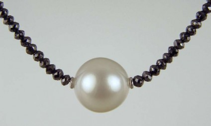 South Sea Pearl & Black Diamond Necklace - 13.5mm top quality South Sea pearl set between 18ct white gold washers and suspended from a necklace of 21ct of faceted black diamond beads with an 18ct white gold clasp