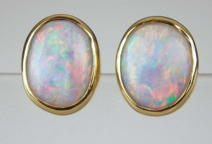 Opal earrings - Oval opal cabochon earstuds in 18ct yellow gold