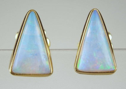 Opal earrings - Triangular opal earstuds in 18ct yellow gold