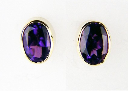 Oval amethyst earstuds in yellow gold - 7.2 x 5.5mm oval cut amethysts in a lovely deep purple with bluish colour flashes, rubover set in 9ct yellow gold
