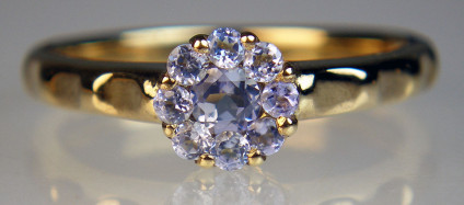 Tanzanite cluster ring in 9ct yellow gold - Delicate cluster ring set with tanzanites in 9ct yellow gold