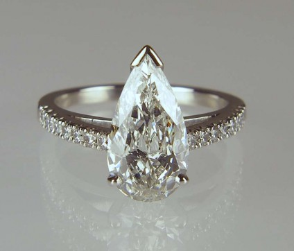Pear cut diamond ring - Pear cut diamond, GIA certified G colour SI1 clarity, set in platinum