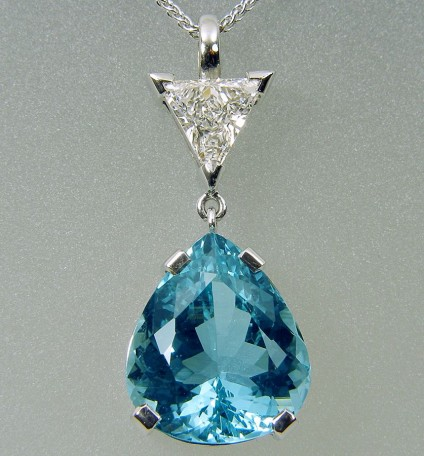 Aquamarine & diamond pendant in gold - Pendant of 2.46ct trillion cut deep blue aquamarine set with certificated F/SI1, 0.9ct trillion cut diamond in 18 carat white gold. Pendant & 18 carat white gold chain. Pendant drop 25mm.
